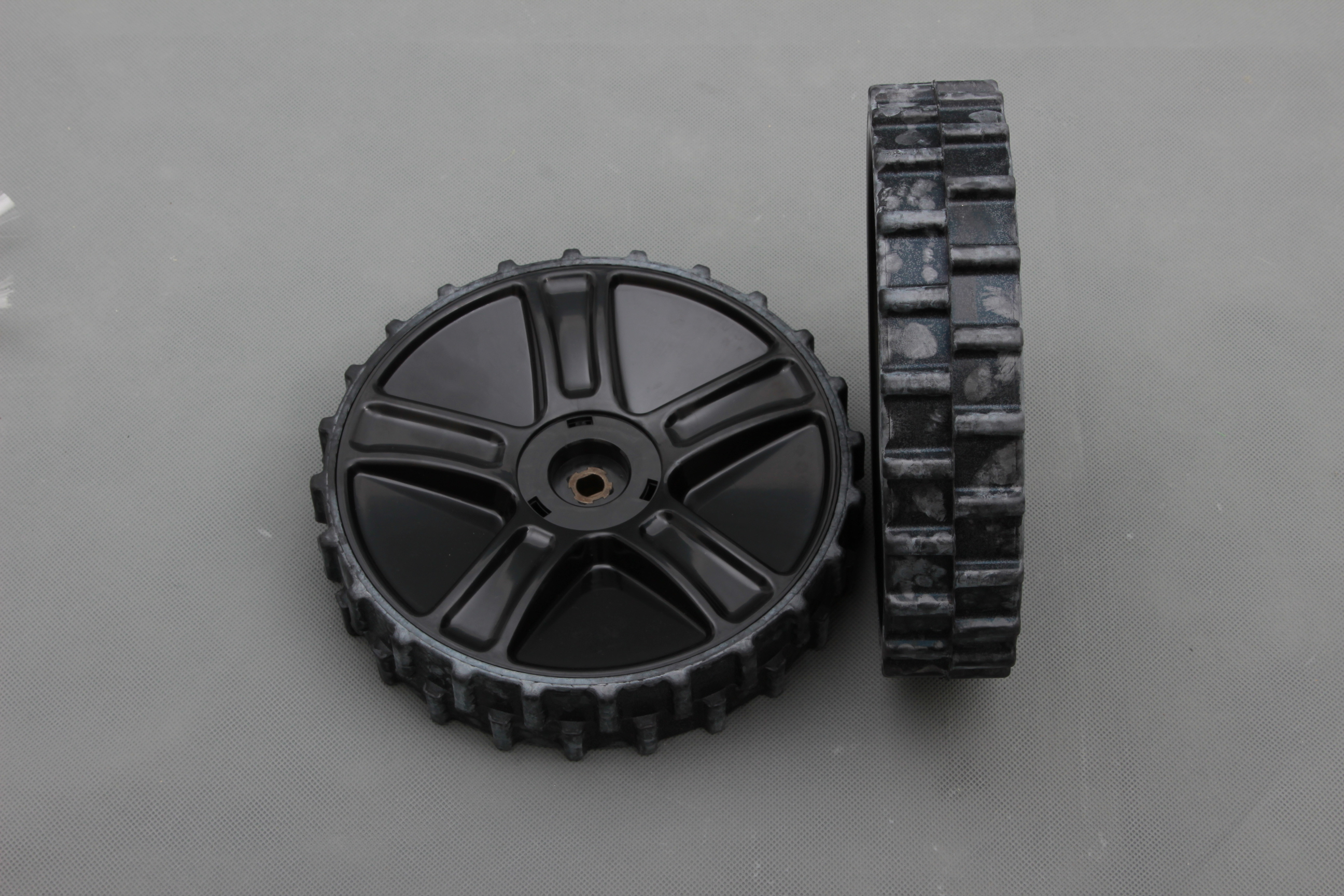 S-510/520 Robot Mower High Traction Wheels Set